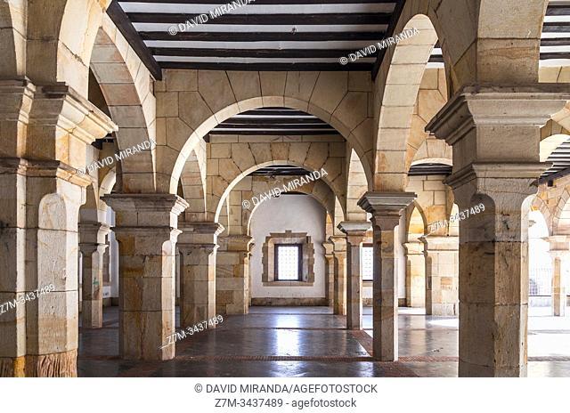 Arcos del ayuntamiento de Balmaseda. Vizcaya. País Vasco. España