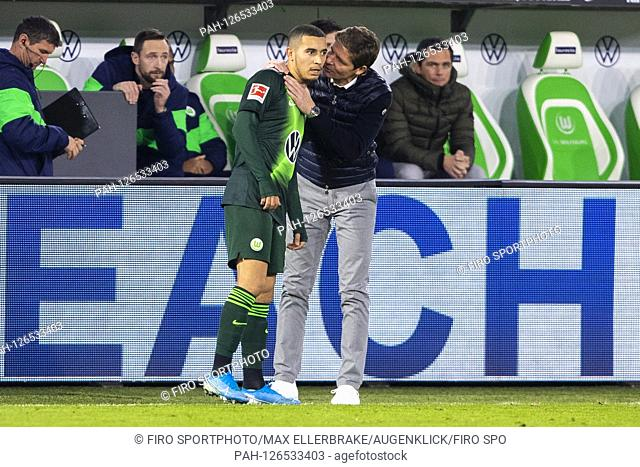firo: 10.11.2019, Fuvuball, 1.Bundesliga, season 2019/2020, VfL Wolfsburg - Bayer 04 Leverkusen William (VfL Wolfsburg) and coach Oliver Glasner (VfL Wolfsburg)...