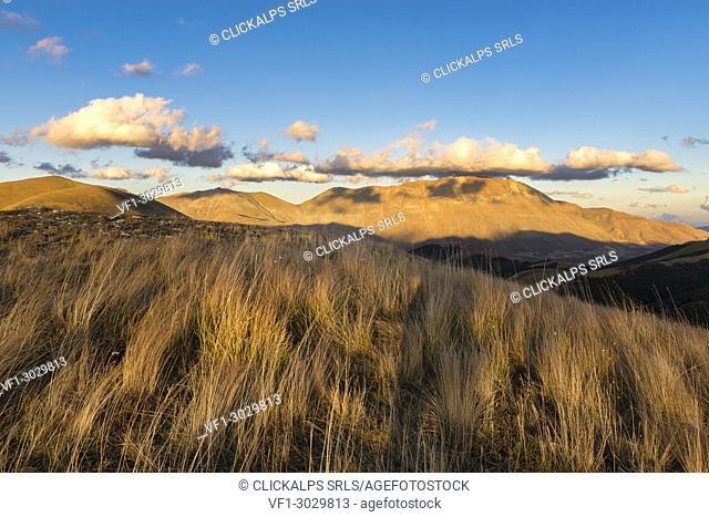 Italy, Umbria, Sibillini Park, Mt Vettore at sunset