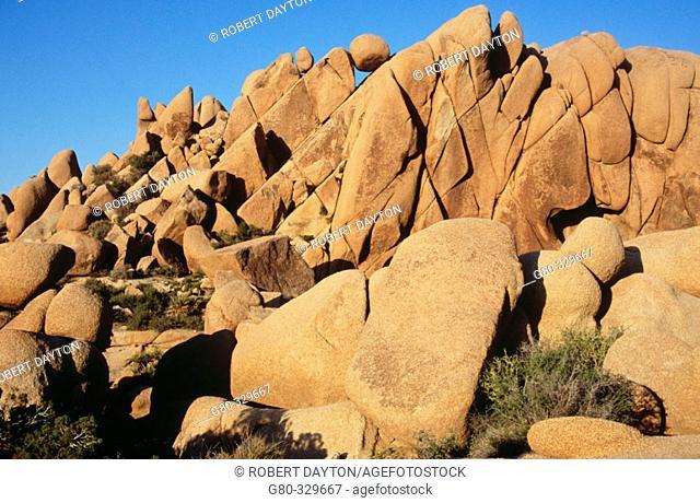Jumbo boulders. Joshua Tree National Park. California. USA