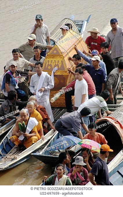 Ban Xieng Maen, village near Luang Prabang Laos: Buddhist funeral along the Mekong river