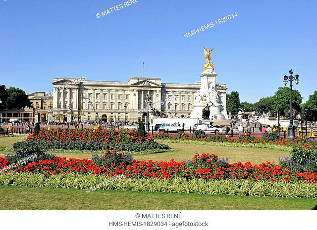 United Kingdom, London, Westminster, Queen Victoria Memorial in front of Buckingham Palace
