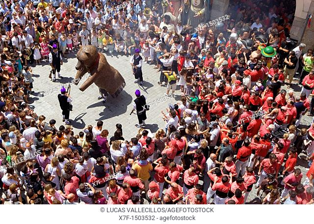 Dance of bear  Plaça de la Vila Festa major Valls  Tarragona province, Spain