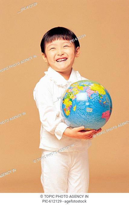 Girl with Globe, Korean