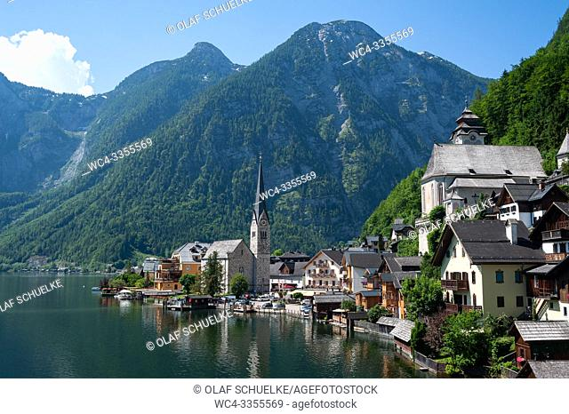 Hallstatt, Salzkammergut, Upper Austria, Austria, Europe - View of Hallstatt with lake Hallstaetter See and mountains in the backdrop