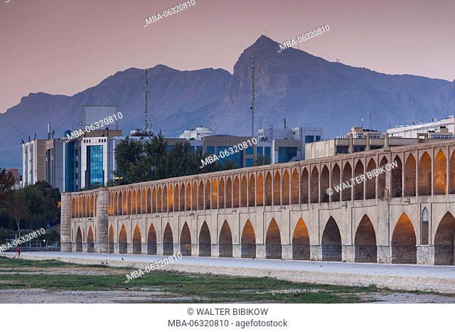 Iran, Central Iran, Esfahan, Si-o-Seh Bridge, dawn