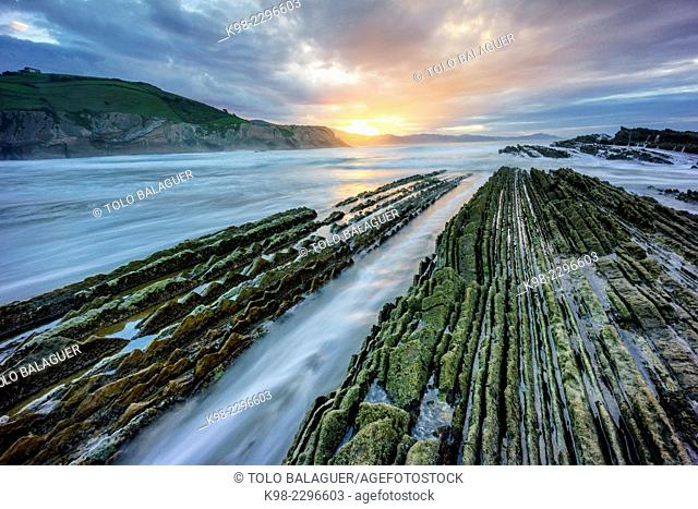Spain, Euzkadi, Guipuzcoa, Zumaia, Beach and rocks showing rock formation Flysch during retreating tide