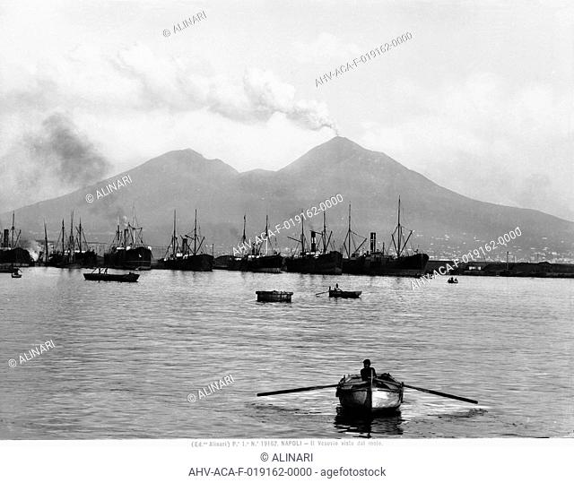 Mount Vesuvius seen from the quay of Naples, shot 1915 - 1920 ca. by Alinari, Fratelli