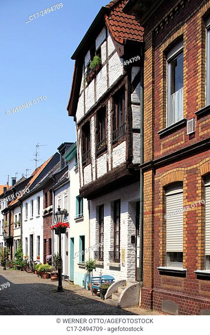 Germany, Kempen, Niers, Lower Rhine, Rhineland, North Rhine-Westphalia, NRW, Tiefstrasse, old downtown, alleyway, residential buildings, row houses