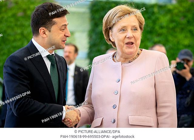 18 June 2019, Berlin: Angela Merkel (CDU), Federal Chancellor, receives Volodymyr Selensky, President of Ukraine, with military honours before the Federal...