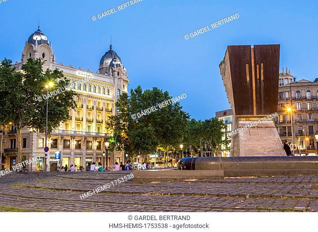 Spain, Catalonia, Barcelona, Eixample, Plaza Catalunya (Catalunya Square)