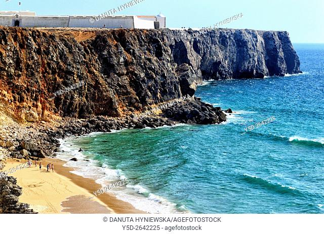 Portugal, Algarve, Faro district, Sagres, Fortaleza de Sagres facing Atlantic Ocean, down Praia do Tonel - Tonel Beach