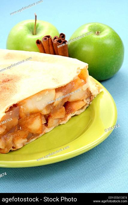 apple strudel, piece of cake, apple pie
