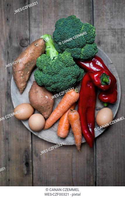 Organic food that contains a lot of vitamin a, broccoli, sweet potatoe, carrot, red pepper and eggs
