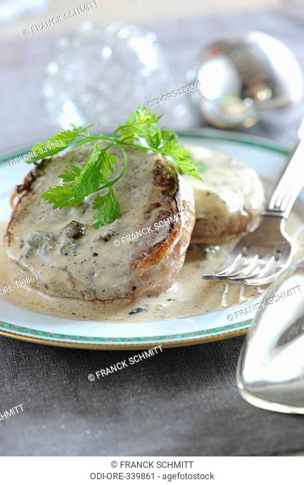 Deer tournedos with blue cheese