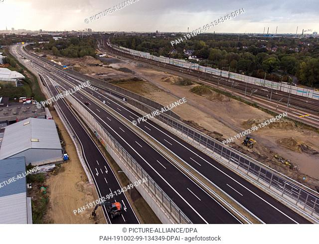 02 October 2019, Hamburg: Panoramic view in the district Wilhelmsburg onto the new federal road 75 (B75) at the junction Kornweide (photo with drone)