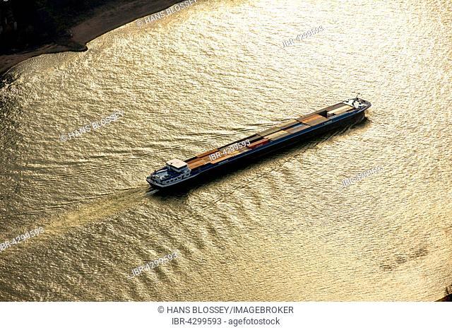 Duancis, cargo ship on Rhine, evening sunshine, inland shipping, Duisburg, Ruhr district, North Rhine-Westphalia, Germany