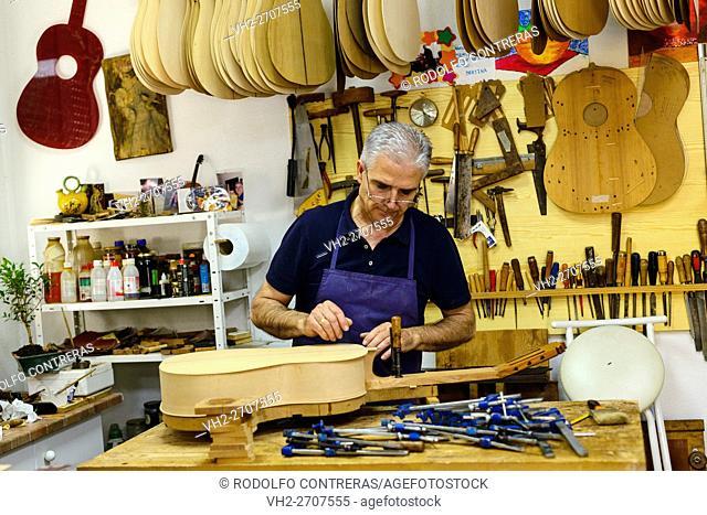 Guitar maker, Cordoba