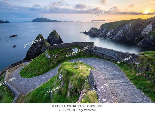 Dunquin pier (Dún Chaoin), Dingle peninsula, County Kerry, Munster province, Ireland, Europe