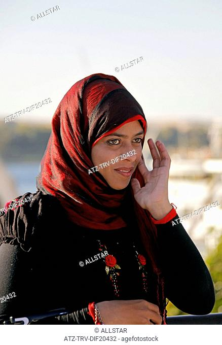 WOMAN IN RED & BLACK HEAD SCARF; ASWAN, EGYPT; 11/01/2013