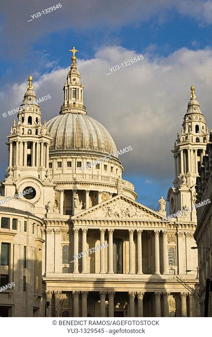 View of the west front and dome of St Paul's cathedral, London, England, UK