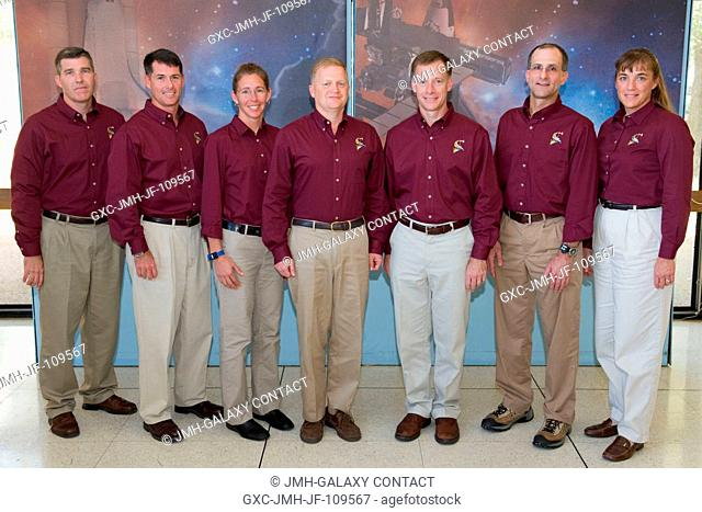 STS-126 crewmembers pose for a portrait following a preflight press conference at NASA's Johnson Space Center. From the left are astronauts Steve Bowen