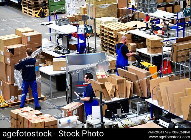 16 April 2020, Brandenburg, Großbeeren: Packing tables at the logistics service provider Rhenus Warehousing Solutions SE & Co. KG