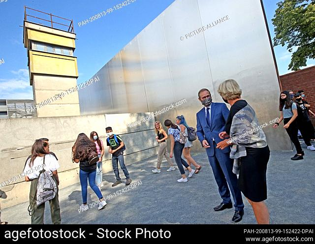 13 August 2020, Berlin: Michael Müller (SPD), governing mayor, and Monika Grütters (CDU), minister of culture, will take part in a wreath-laying ceremony at the...