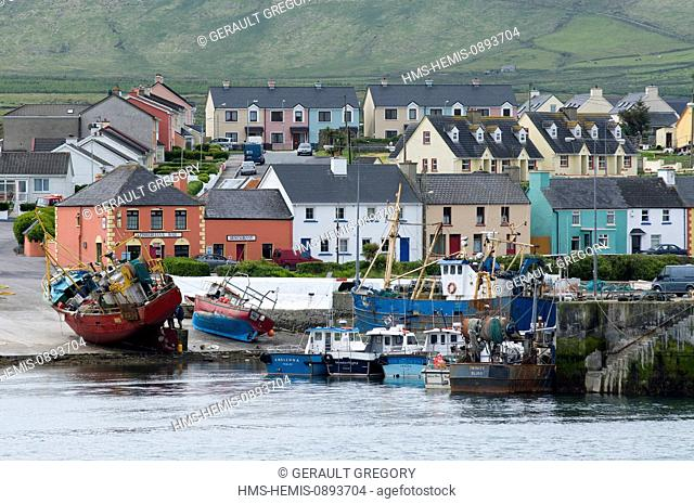 Ireland, County Kerry, Portmagee, fishing boats in the harbor