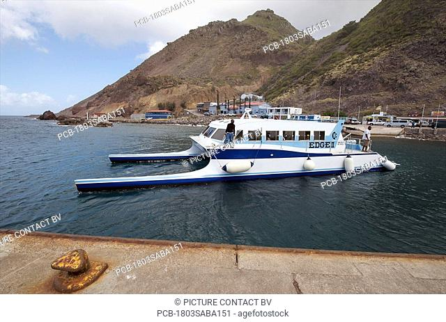 Saba, Fort Bay, arrival of the Edge, the boat from Sint Maarten