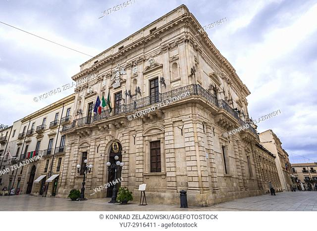 Vermexio Palace, current Town Hall (Palazzo del Vermexio) at Cathedral Square (Piazza del Duomo) on Ortygia island, Syracuse city, Sicily, Italy