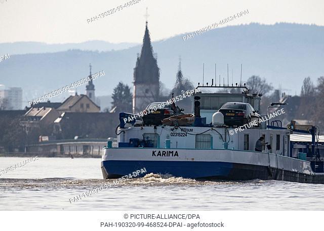20 March 2019, Hessen, Hattenheim: An inland waterway vessel crosses the Rhine at Oestrich-Winkel in the Rheingau. With the nights still cold