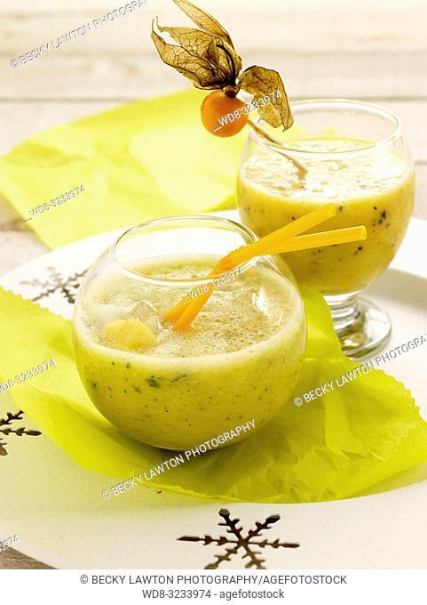 ponche de pina y coctel albaricoques sin alcohol