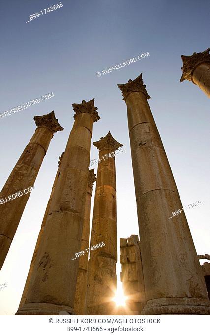 Stone Columns Roman Temple Of Artemis Ruins Jerash Jordan