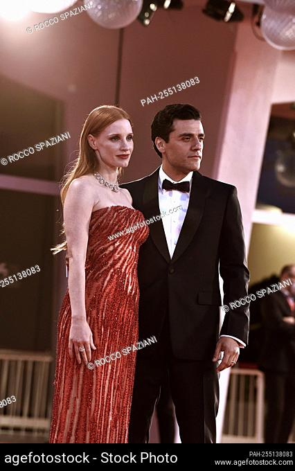 """VENICE, ITALY - SEPTEMBER 04: Jessica Chastain, Oscar Isaac attend the red carpet of the movie """"""""Scenes From a Marriage (Ep"""