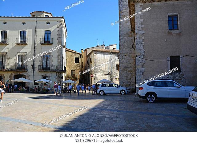 Plaça de Sant Pere in the medieval town of Besalú, La Garrotxa, Province of Girona, Catalonia, Spain, Europe