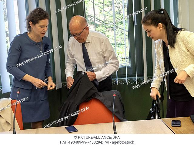 09 April 2019, Bavaria, München: The attorneys of the joint plaintiffs (l-r) Natalie von Wistinghausen, Wolfgang Bendler and Anna Bonini stand at the start of...