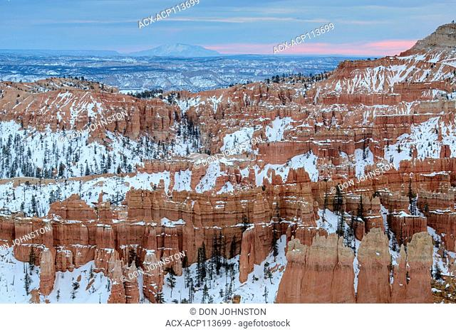 Hoodoos with snow at Inspiration Point, Bryce Canyon National Park, Utah, USA