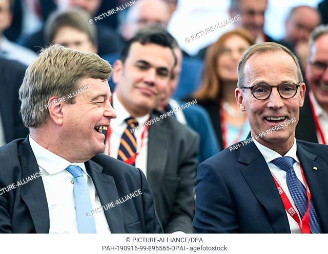 16 September 2019, Hessen, Frankfurt/Main: Enak Ferlemann (l, CDU), Rail Commissioner of the Federal Government, and Jens Bergmann