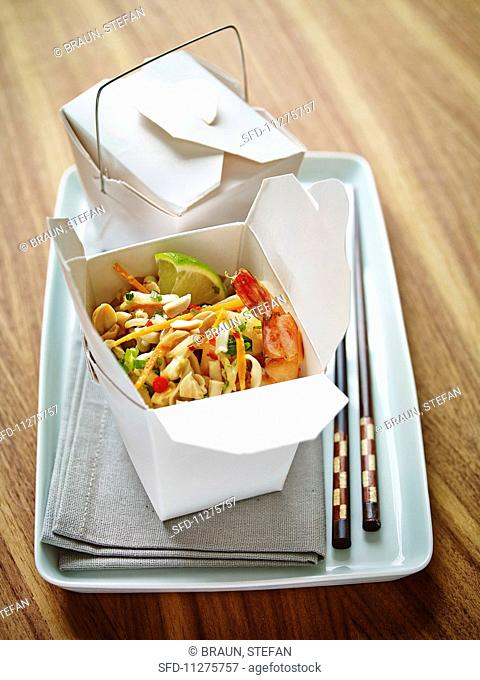 Noodles with prawns, cashew nuts and vegetables