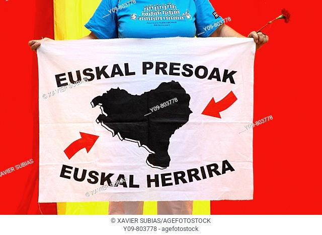 September 11th, Catalan National Holiday: banner demanding the transfer of E.T.A. convicts to Basque prisons