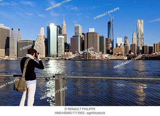 United States, New York, Manhattan, overlooking the Lower Manhatan from the East River, photographer