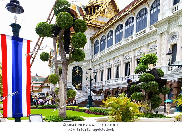 Gardeners  Phra Thinang Chakri Maha Prasat buildings  Grand Palace  Bangkok, Thailand