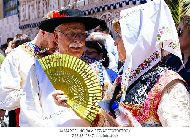 Couple dressed in traditional Lagartera costume. Lagartera, Toledo, Castilla - La Mancha, Spain, Europe