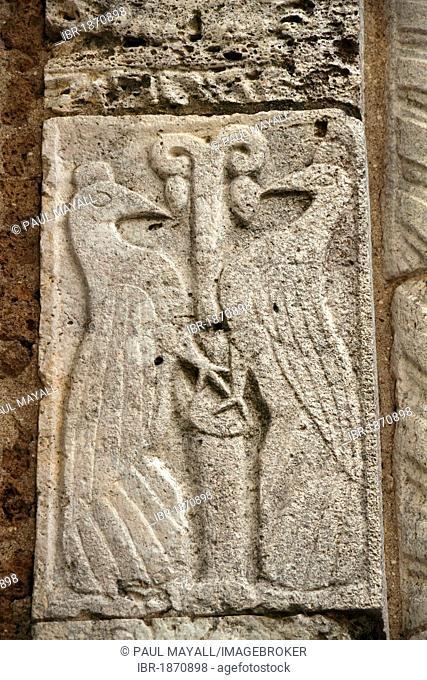 Relief of two birds on the romanesque Duomo Santi Pietro e Paolo, Sovana, Province Grosseto, Tuscany, Italy, Europe