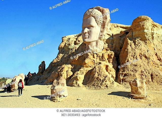 Monumental sculptures, Ras El Aín, 'Le Belvedere', Tozeur, Tunisia