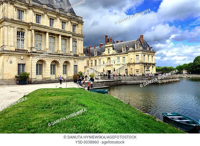 Carp pond, on left Gros Pavilion, on right La cour de la Fontaine, Palace of Fontainebleau, Château de Fontainebleau, French royal châteaux - residence for the...