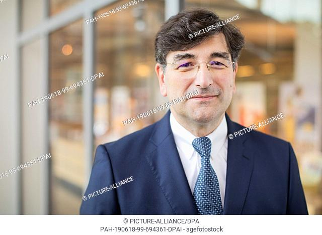 18 June 2019, North Rhine-Westphalia, Bielefeld: Albert Christmann, personally liable partner of Dr. August Oetker KG, is present at the annual press conference...