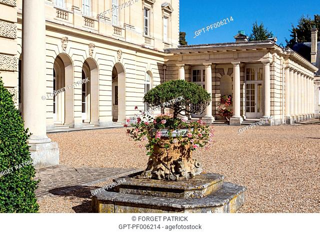MAIN COURTYARD, CHATEAU DE BIZY, VERNON (27), FRANCE