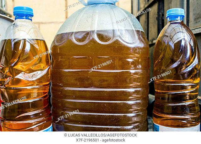 vegetable oil storage to recycle, recycling center